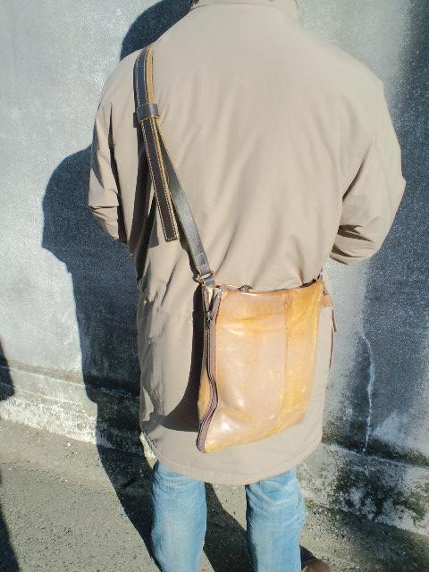 片ヒモも革なショルダーバッグ