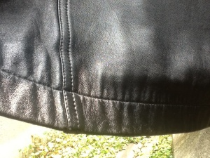 裾も美し_クリーニング後の羊革ラグランスリーブコート