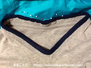 トレーナーの襟ぐりすり切れリペア_バイアステープで縫う